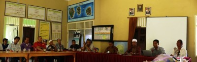 meeting at Gili Air at the Kantor Desa office to find a solution for the rubbish