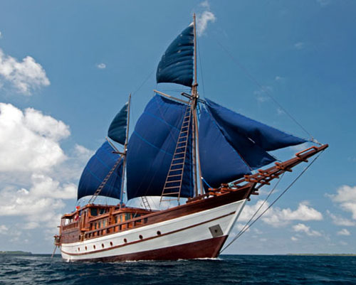 Liveaboard Komo National Park in Indonesia