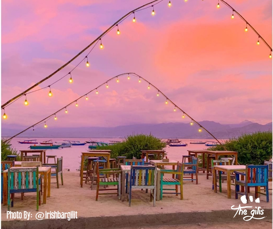 There so many reputable bars to choose from on the Gili islands. A crowd favourite on Gili T is Tir Na Nog also known as The Irish Bar.