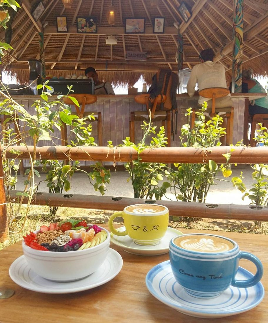 Gili Trawangan has some great cafes, like Coffee and Thyme. Enjoy a good cup of coffee or a smoothie bowl.